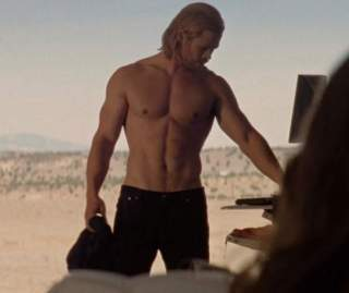 chris-hemsworth-shirtless-photo-scene-in-thor-3